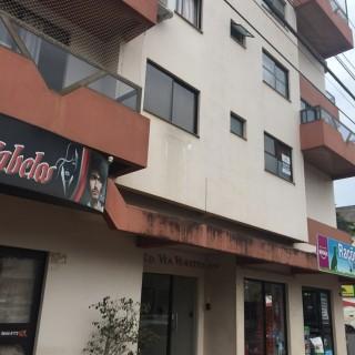 Vende-se apto na Av. Barão do Rio Branco esq. com Bento Gonçalves