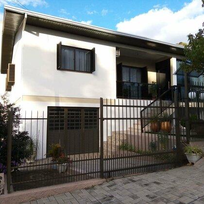 Casa de dois pisos à venda!!!