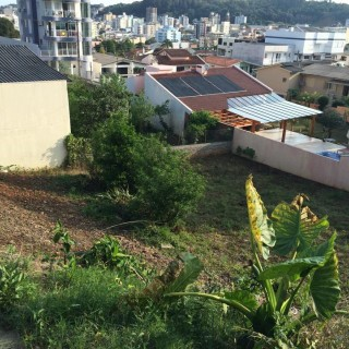 Vende-se terreno na Rua Santos Dumont