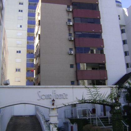 Vende-se Ótimo Apartamento Semi-mobiliado de 02 Dormitórios no Centro