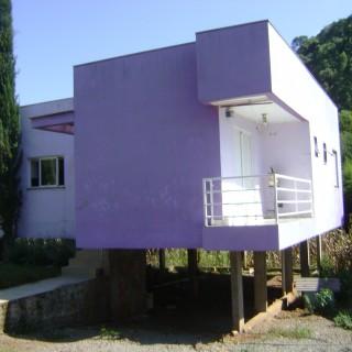 Vende-se Casa com 03 dormitórios próximo ao Centro
