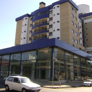Vende-se Cobertura Duplex mobiliada na Rua Bento Gonçalves