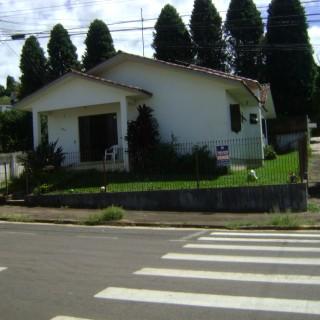 Vende-se Ótima Casa 03 dormitórios com suite no Bairro Bosque II