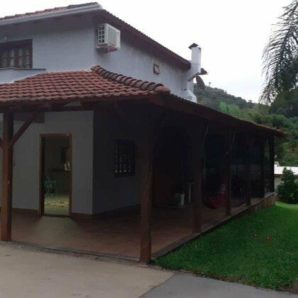 Vende-se Ótima casa/Sítio no Condominio Busnello